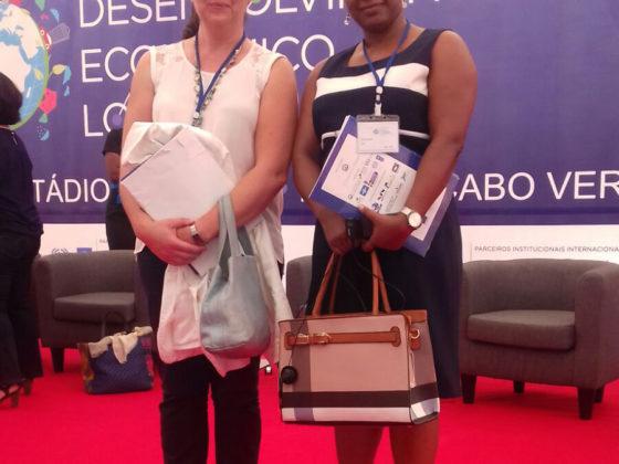 Teresa París con Ilce Amarante, alto cargo do goberno de Cabo Verde.