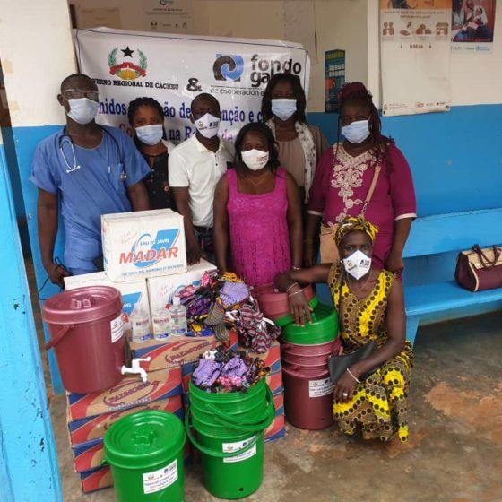 Os centros sanitarios distribuíron os alimentos e materiais de prevención.