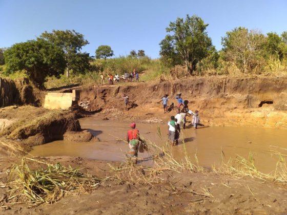 O ciclón Idai non só afectou ás vivendas de Nhamatanda, senón que tamén destruíu infraestruturas e cultivos.