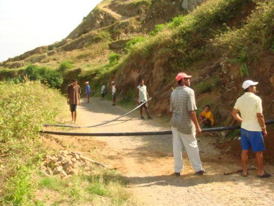 Extensión da rede de auga e a súa ligazón aos domicilios no municipio de Brava