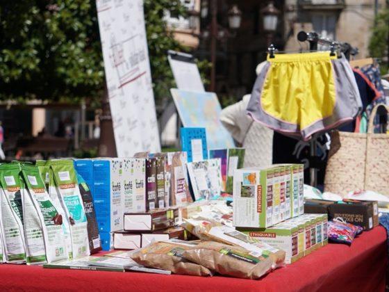 Lugo celebra cada ano unha feira polo Día Mundial do Comercio Xusto.