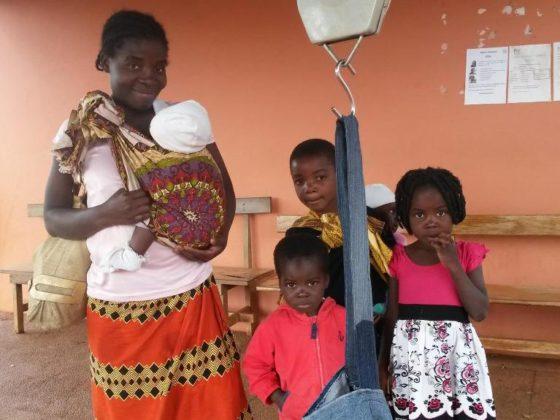 O proxecto anima ás familias a levar as nenas e nenos ás consultas de control.