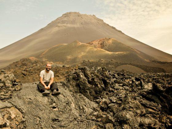 O fotoxornalista Rober Amado, na illa de Fogo.